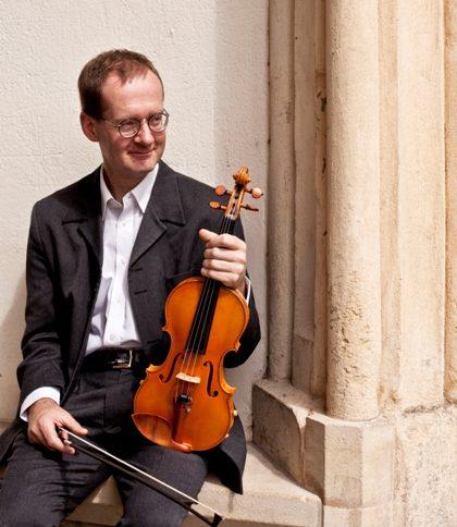 Vaughan Jones plays with his String Quartet